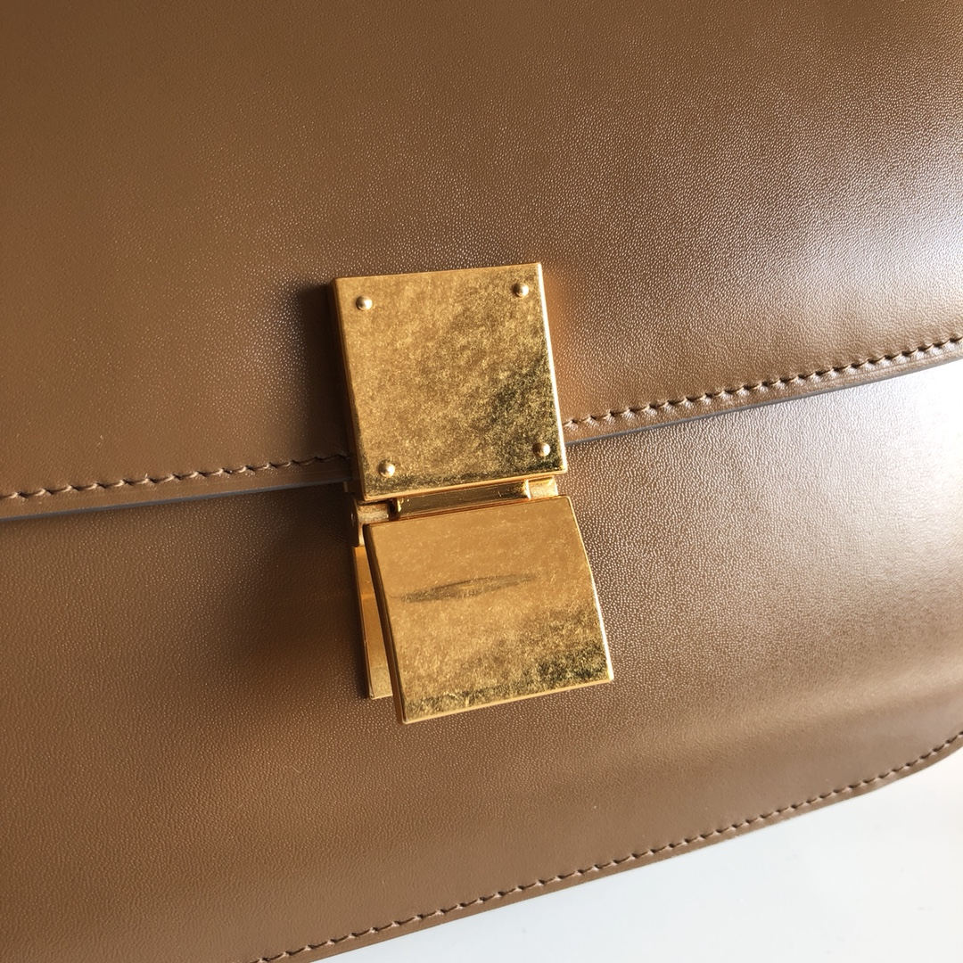 CELINE全新升级classic box 焦糖色 水晶皮 平纹 金扣 搭配羊皮内里 完美复古包 24cm