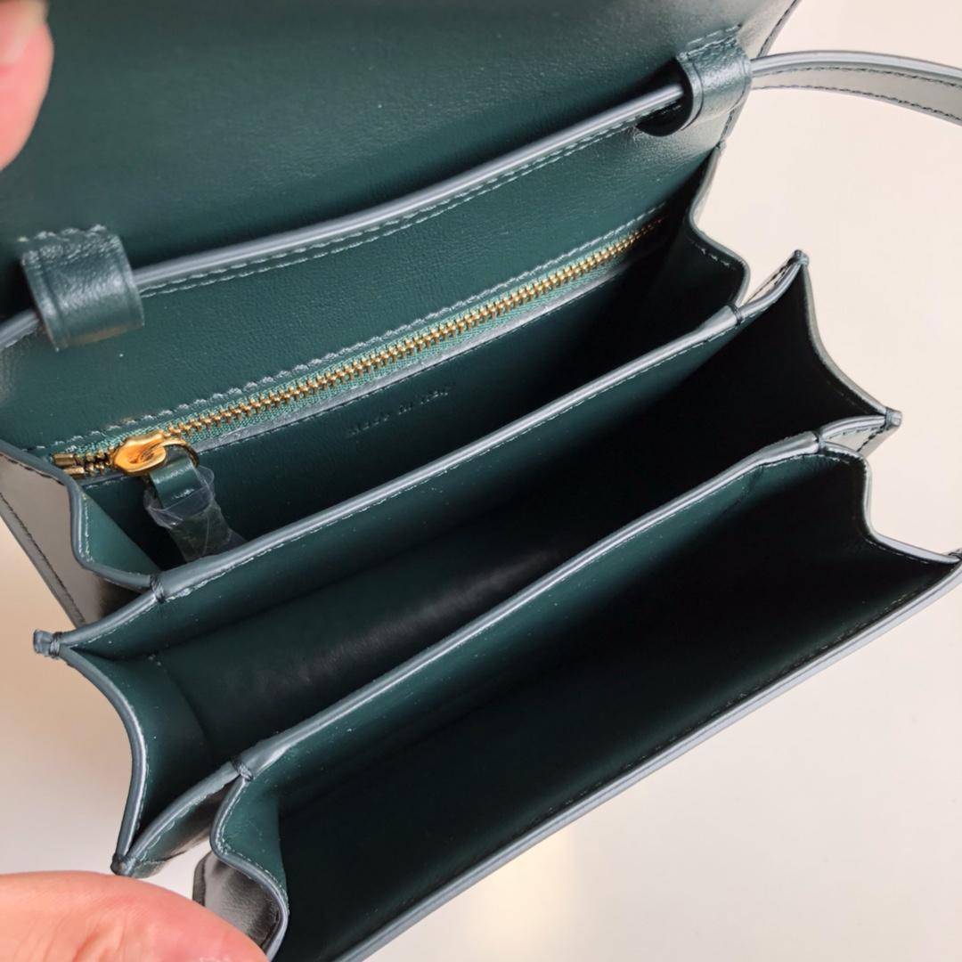 CELINE Classic box 全新品质升级 box 进口皮手搓纹 钢扣 17cm 墨绿色