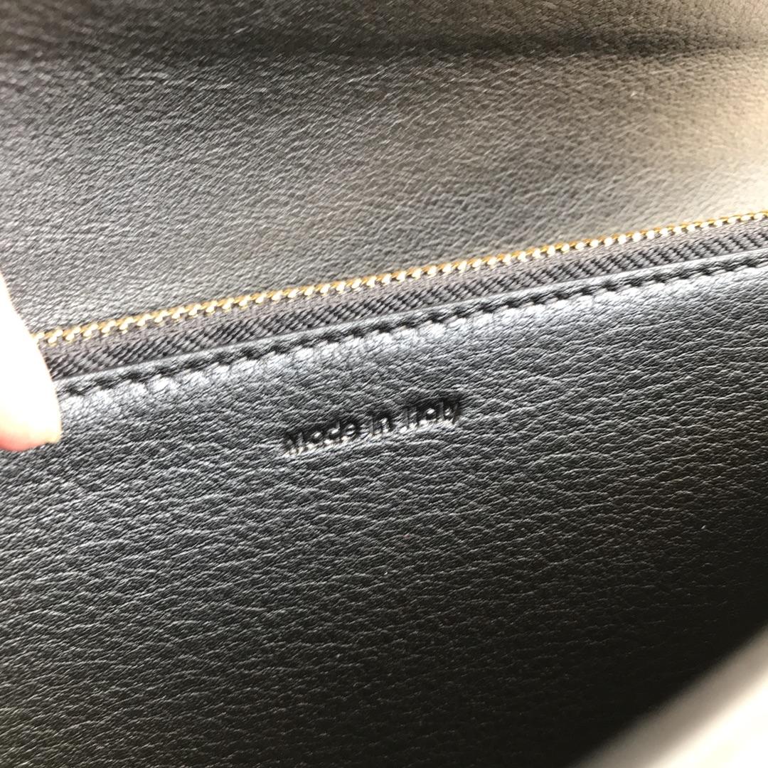 CELINE官网 19厘米黑色拼白色钱包