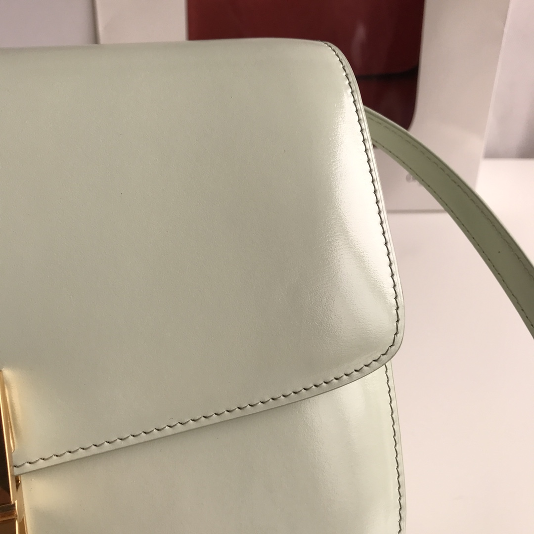 CELINE 全新升级classic box 薄荷绿手搓纹金扣 搭配羊皮内里 完美复古包 24cm