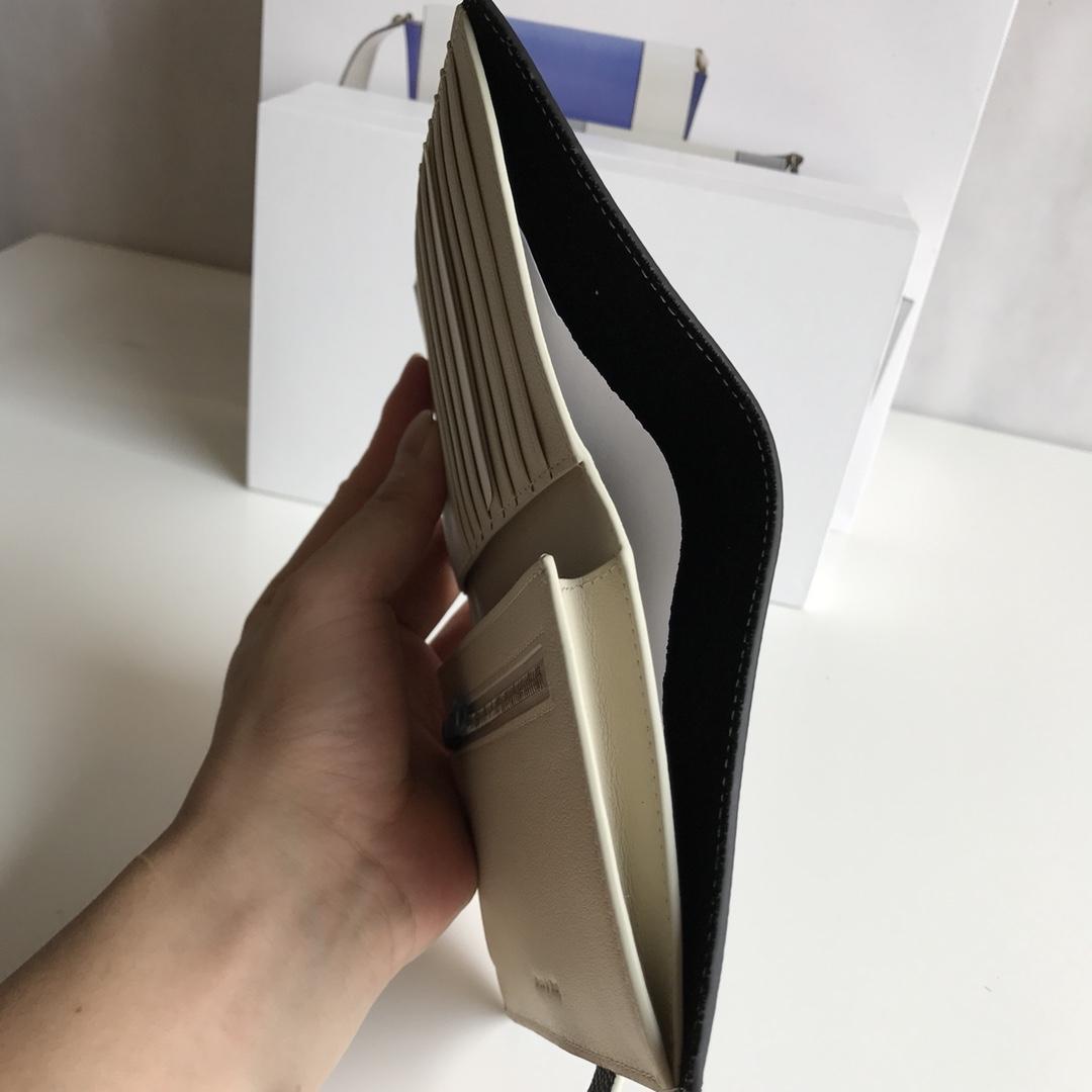 CELINE 搭扣钱夹 14厘米 黑色掌纹/米白 专柜同步钱包