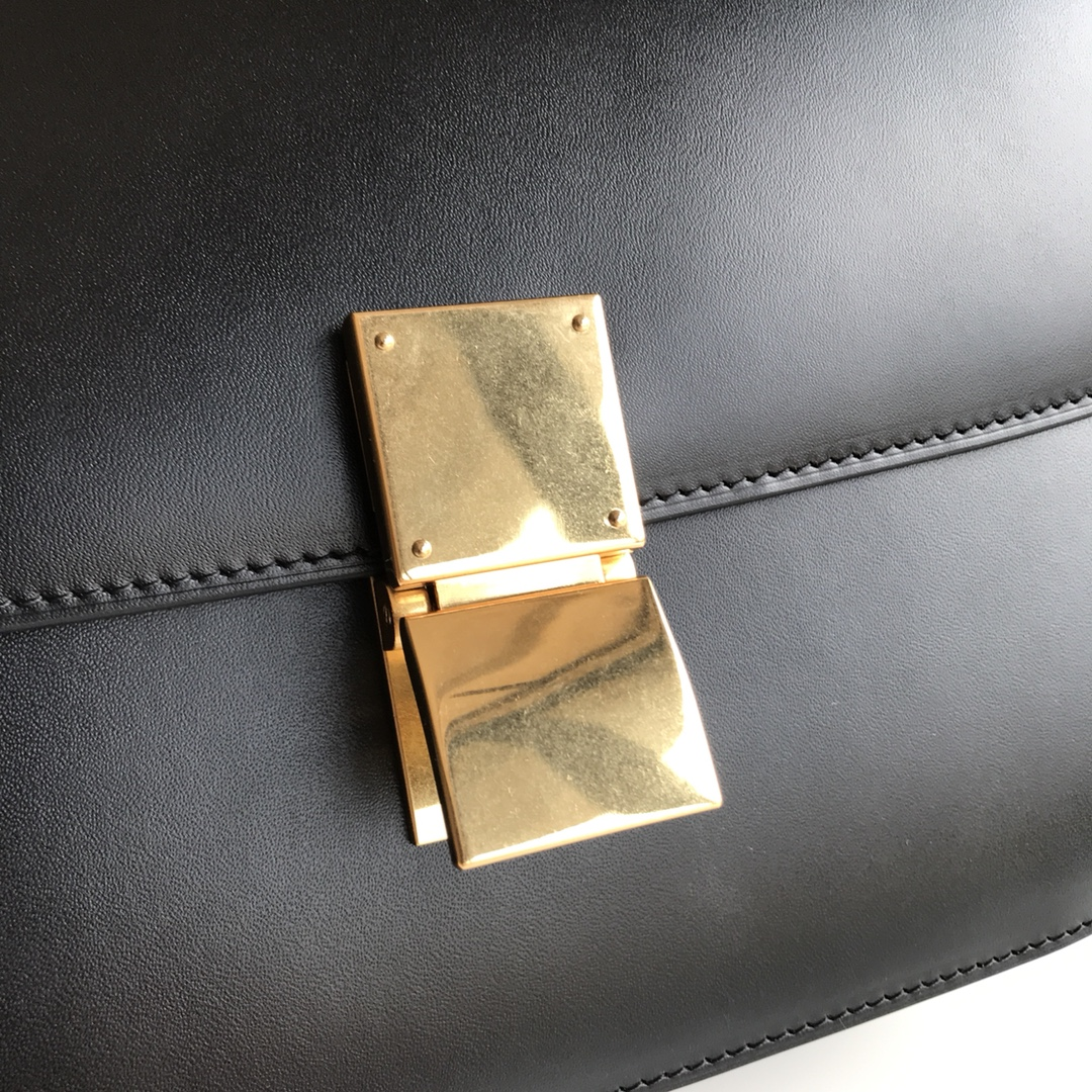 CELINE全新升级classic box 黑色 水晶皮 平纹 金扣 搭配羊皮内里 完美复古包 24cm