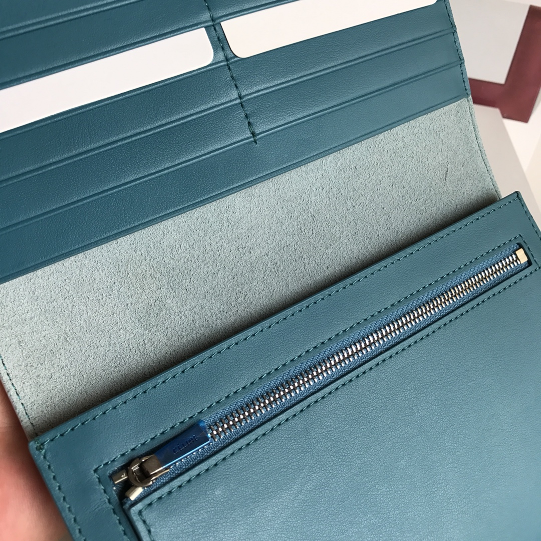 CELINE 搭扣钱夹 19厘米 浅蓝掌纹/希腊兰 专柜同步钱包