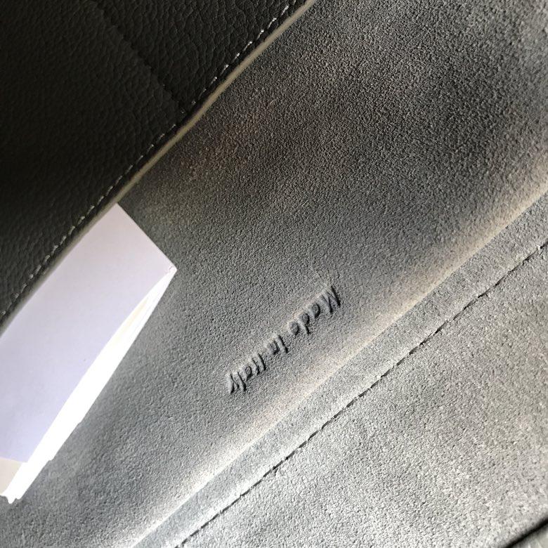 CELINE包包官网 鲶鱼包 水晶灰 荔枝纹 磨砂牛皮里衬 BELT手袋 28cm 24cm