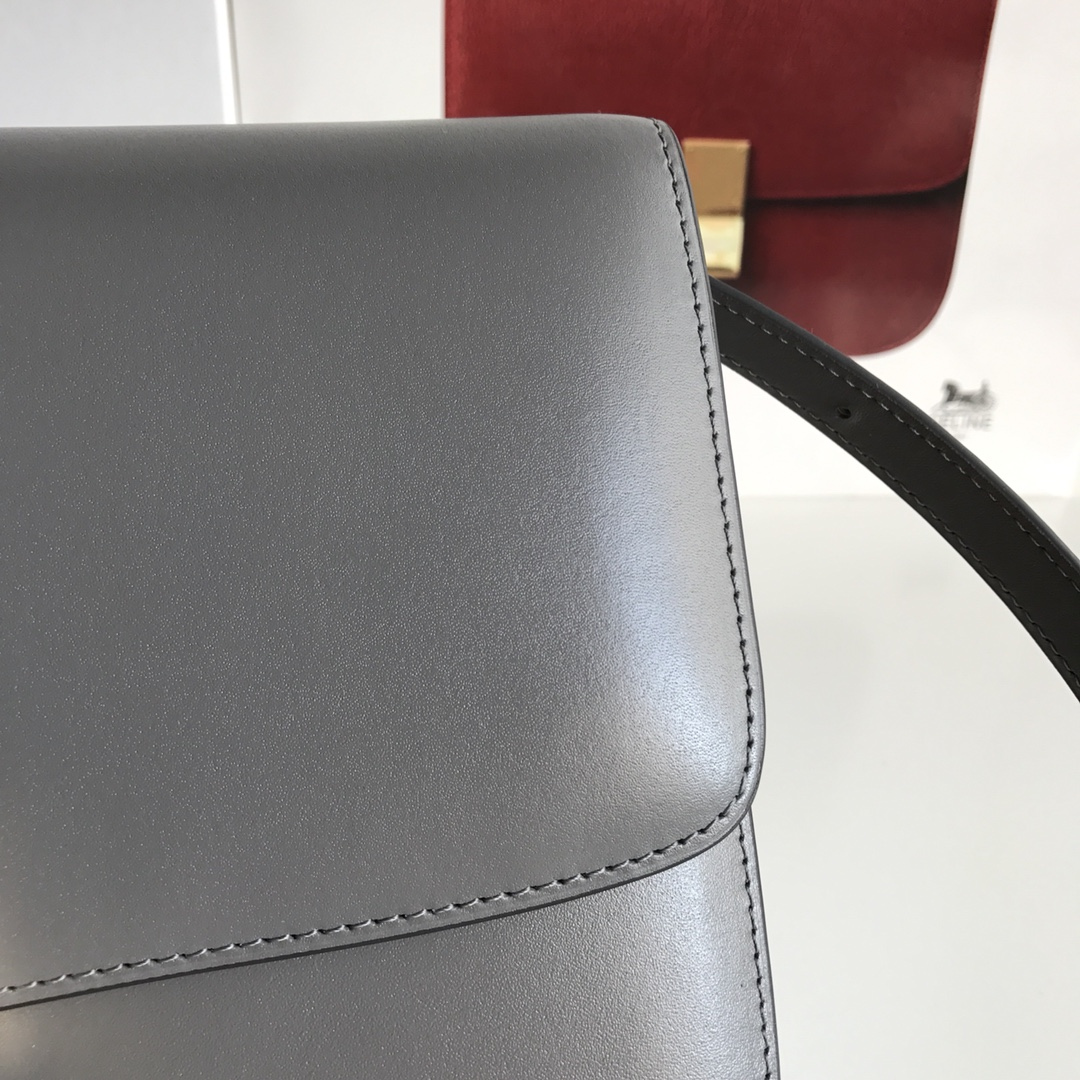 CELINE全新升级classic box 炭灰 水晶皮 平纹 金扣 搭配羊皮内里 完美复古包 24cm