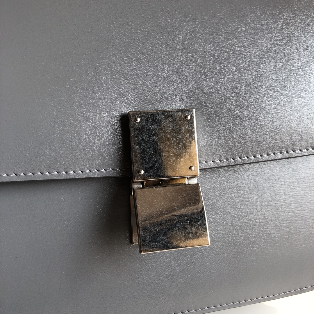 CELINE 全新升级classic box 熔岩灰手搓纹金银扣 搭配羊皮内里 完美复古包 24cm