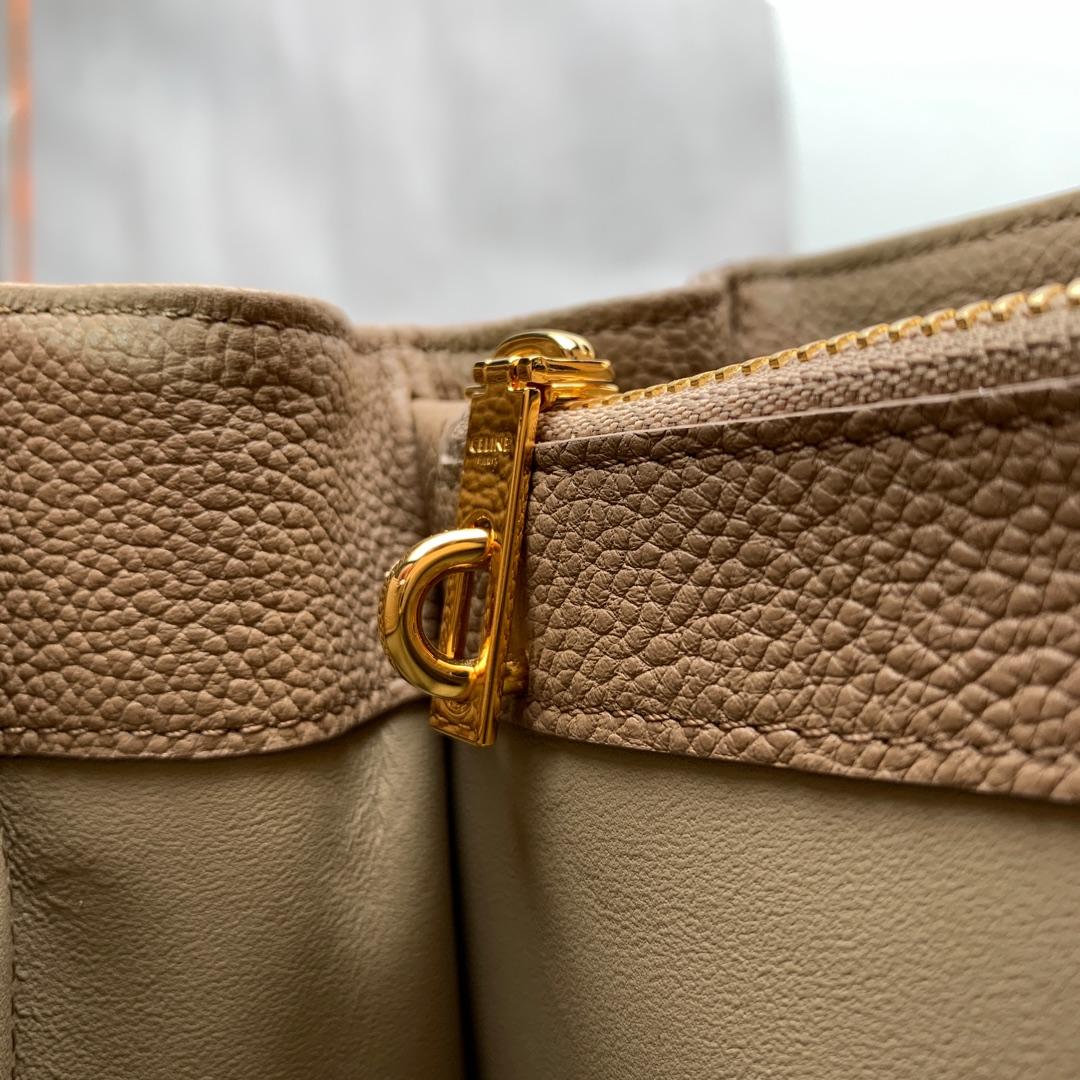 """""""16""""手袋 杏色荔枝纹 23x19x10.5 cm 100%小牛皮 金色金属件 黄铜锁扣 可肩背或斜挎"""
