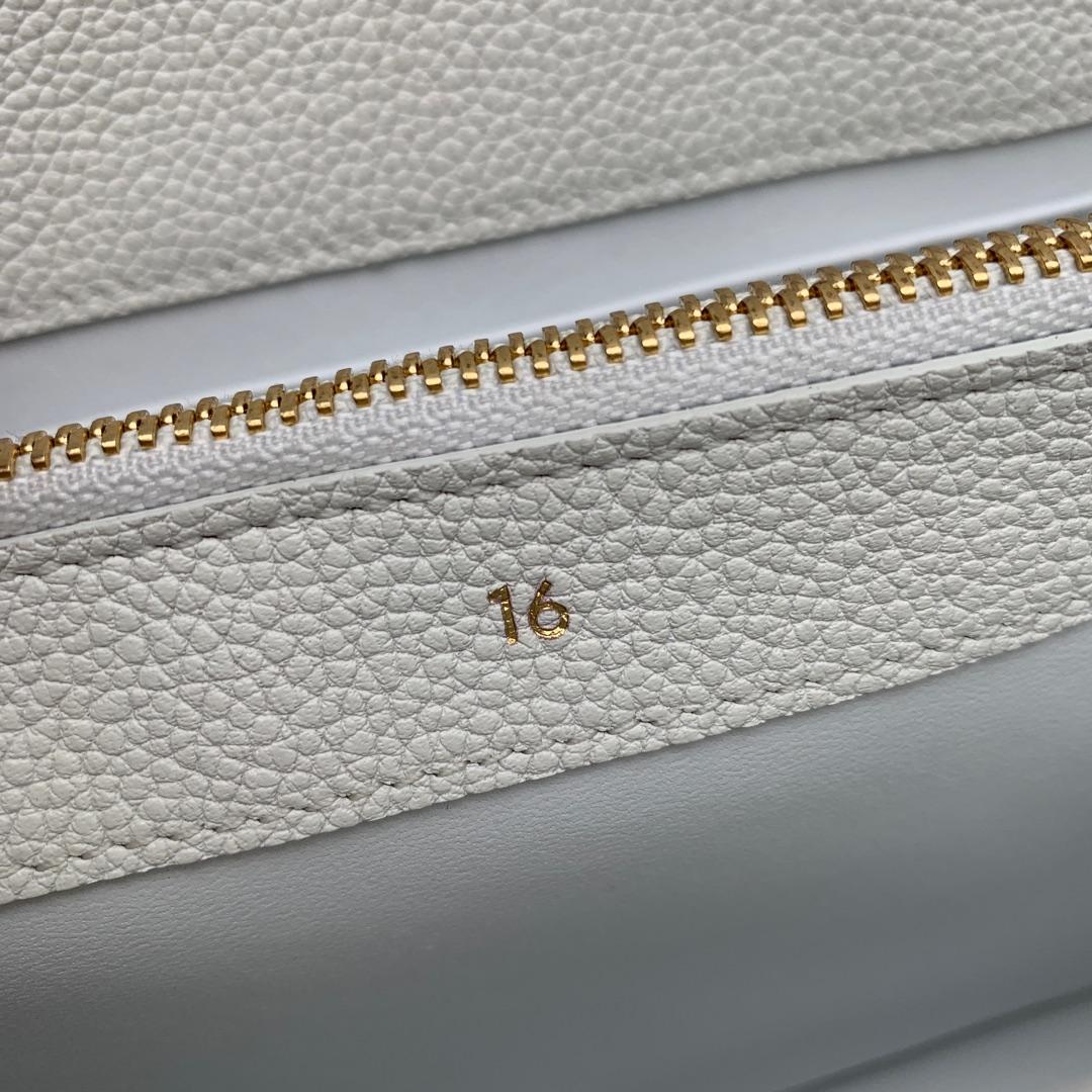 """""""16""""手袋 白色荔枝纹 23x19x10.5 cm 100%小牛皮 金色金属件 黄铜锁扣 可肩背或斜挎"""