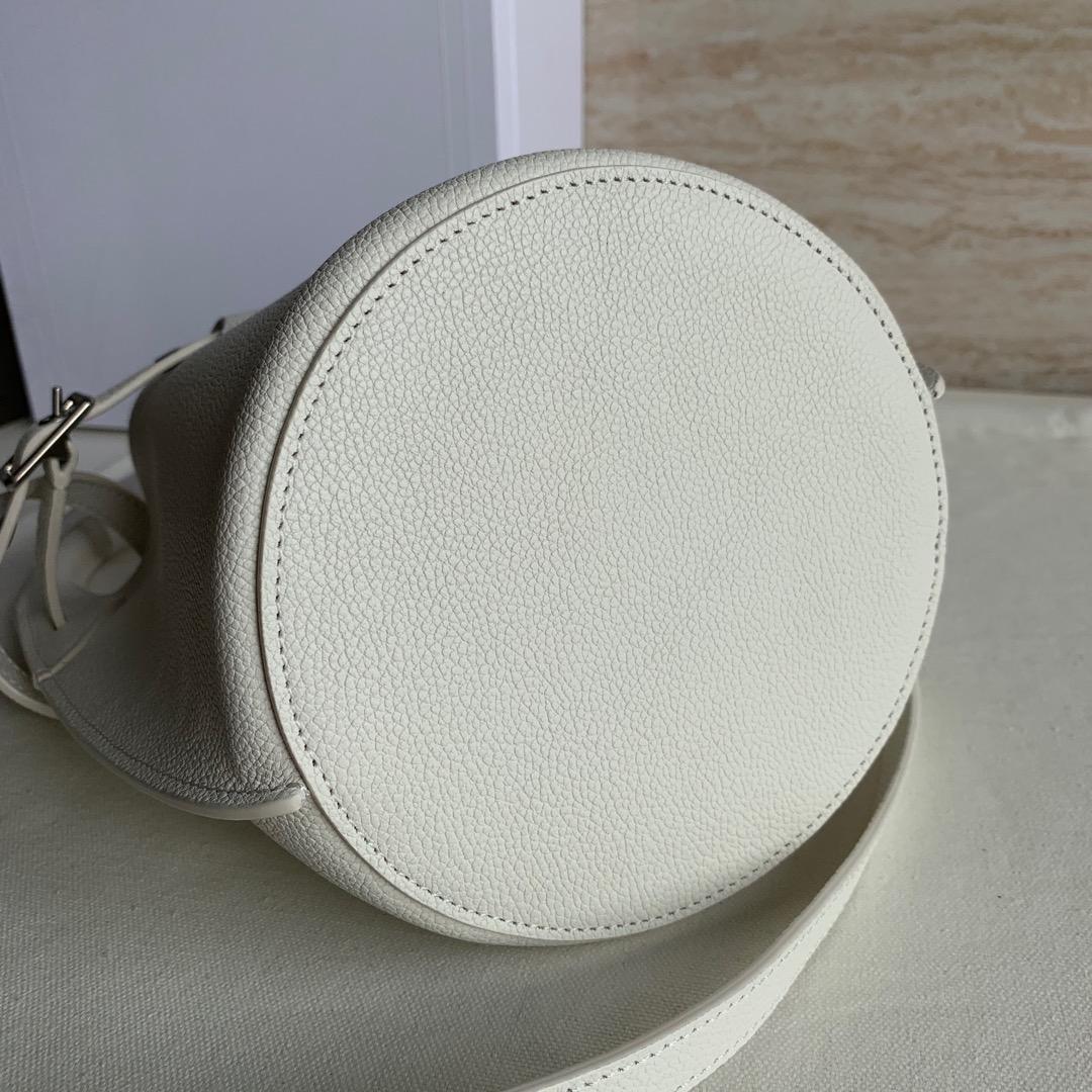 BIG BAG BUCKET NANO光滑小牛皮水桶包 21.5 X 16 X 6 厘米