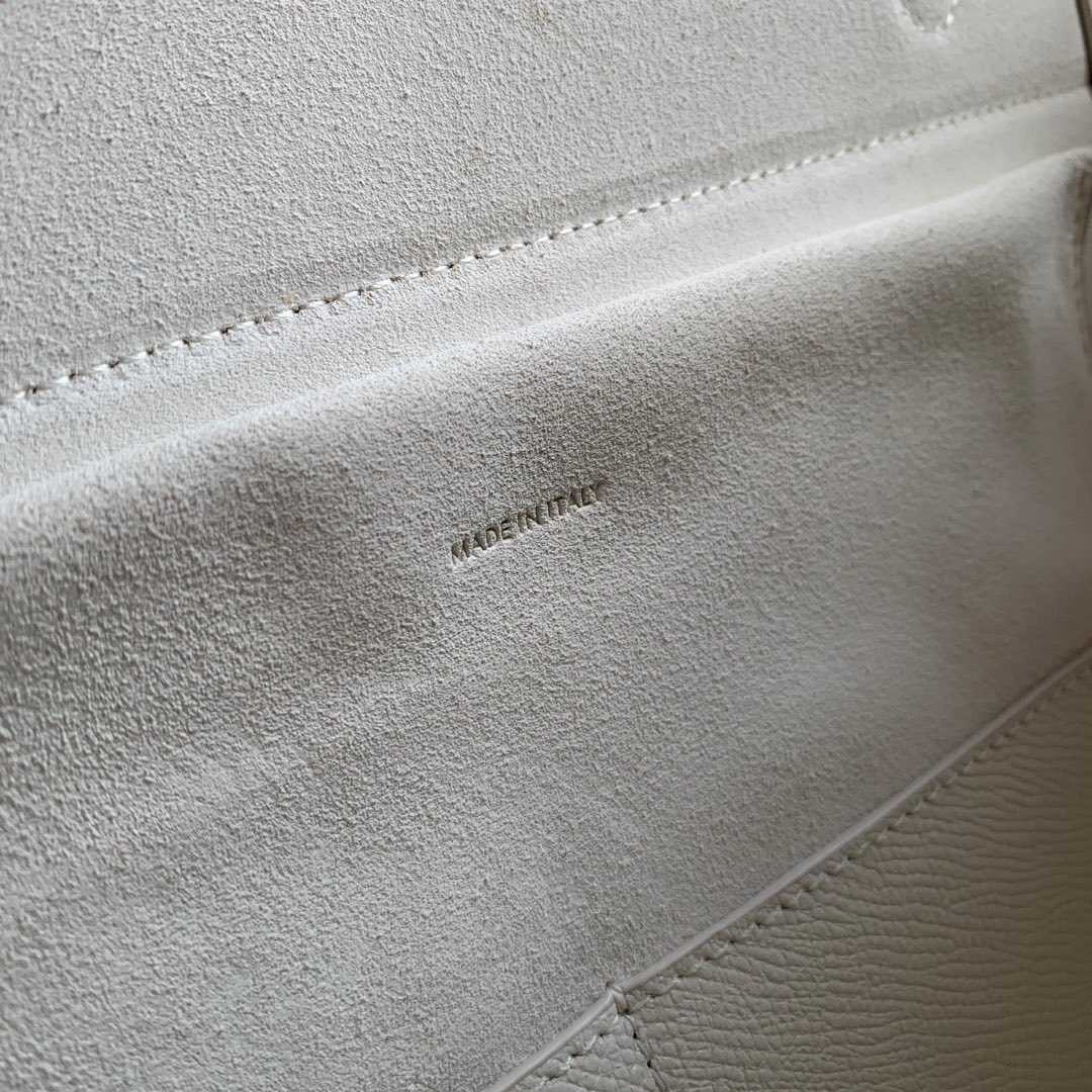 CELINE鲶鱼包 纯白色手掌纹 28 X 23 X 17厘米 里外小牛皮