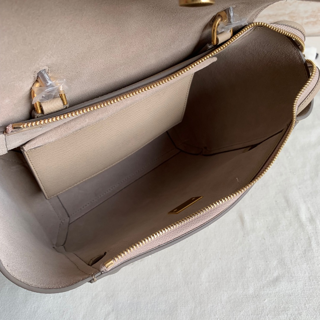 CELINE鲶鱼包 BELT粒面小牛皮手袋 24 X 20 X 13厘米 奶茶色