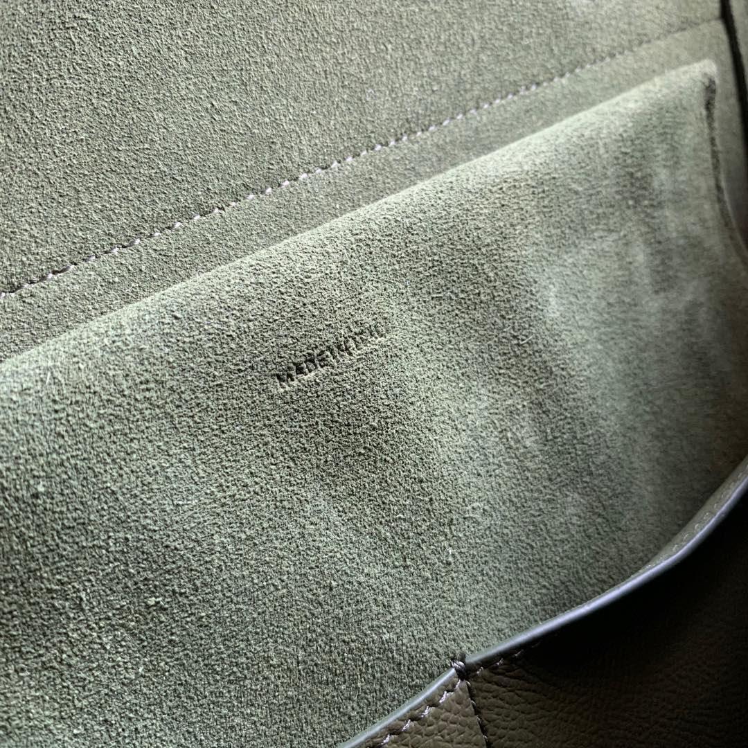 军绿色手掌纹 BELT 粒面小牛皮手袋 里外小牛皮 28 X 23 X 17厘米