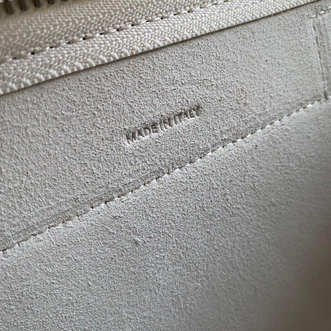 CELINE鲶鱼包 纯白色手掌纹 20 X 20 X 10厘米 里外小牛皮