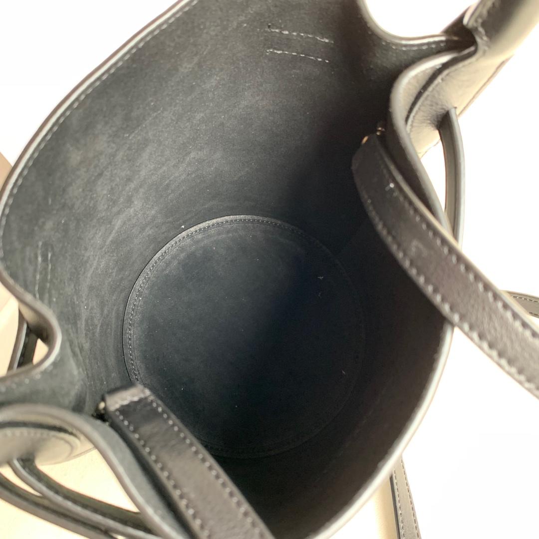 BIG BAGBUCKET NANO光滑小牛皮水桶包 21.5 X 16 X 6 厘米