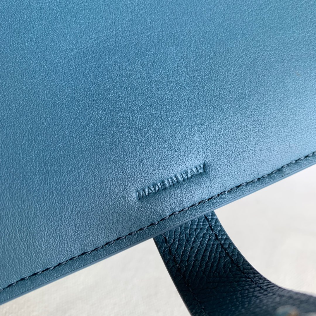 CELINE STRAP大号 粒面小牛皮钱包 19 X 12.5厘米