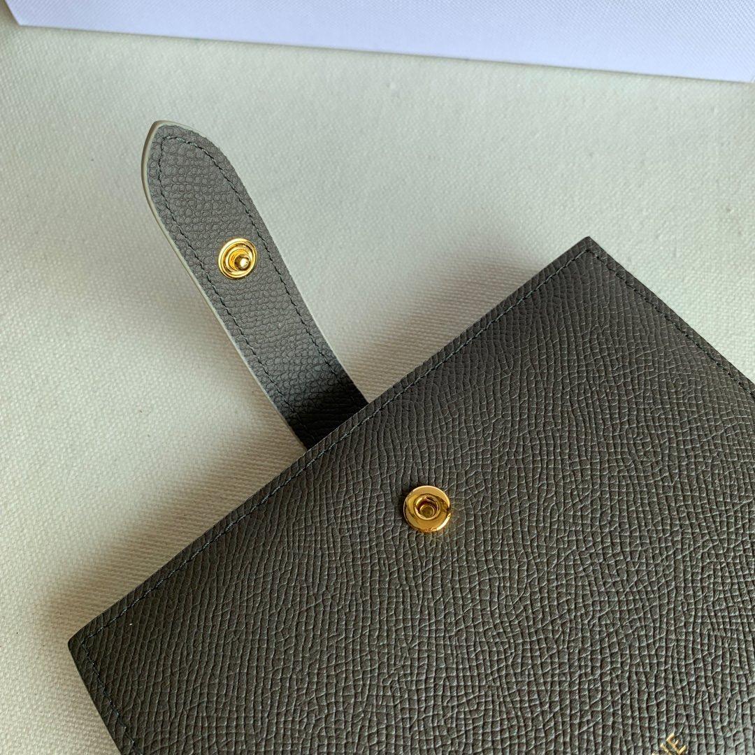 CELINE STRAP小号 粒面小牛皮钱包14 X 10.5厘米 灰色