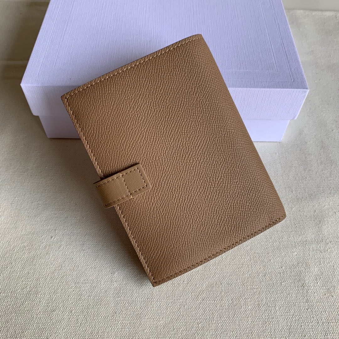 CELINE STRAP小号 粒面小牛皮钱包14 X 10.5厘米 卡其色