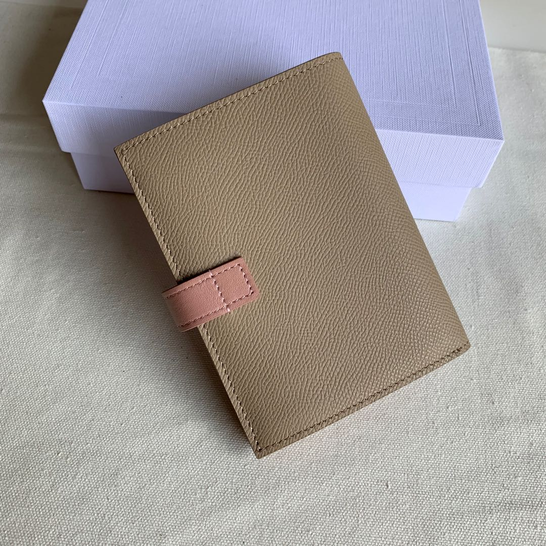 CELINE STRAP小号 粒面小牛皮钱包14 X 10.5厘米 裸粉