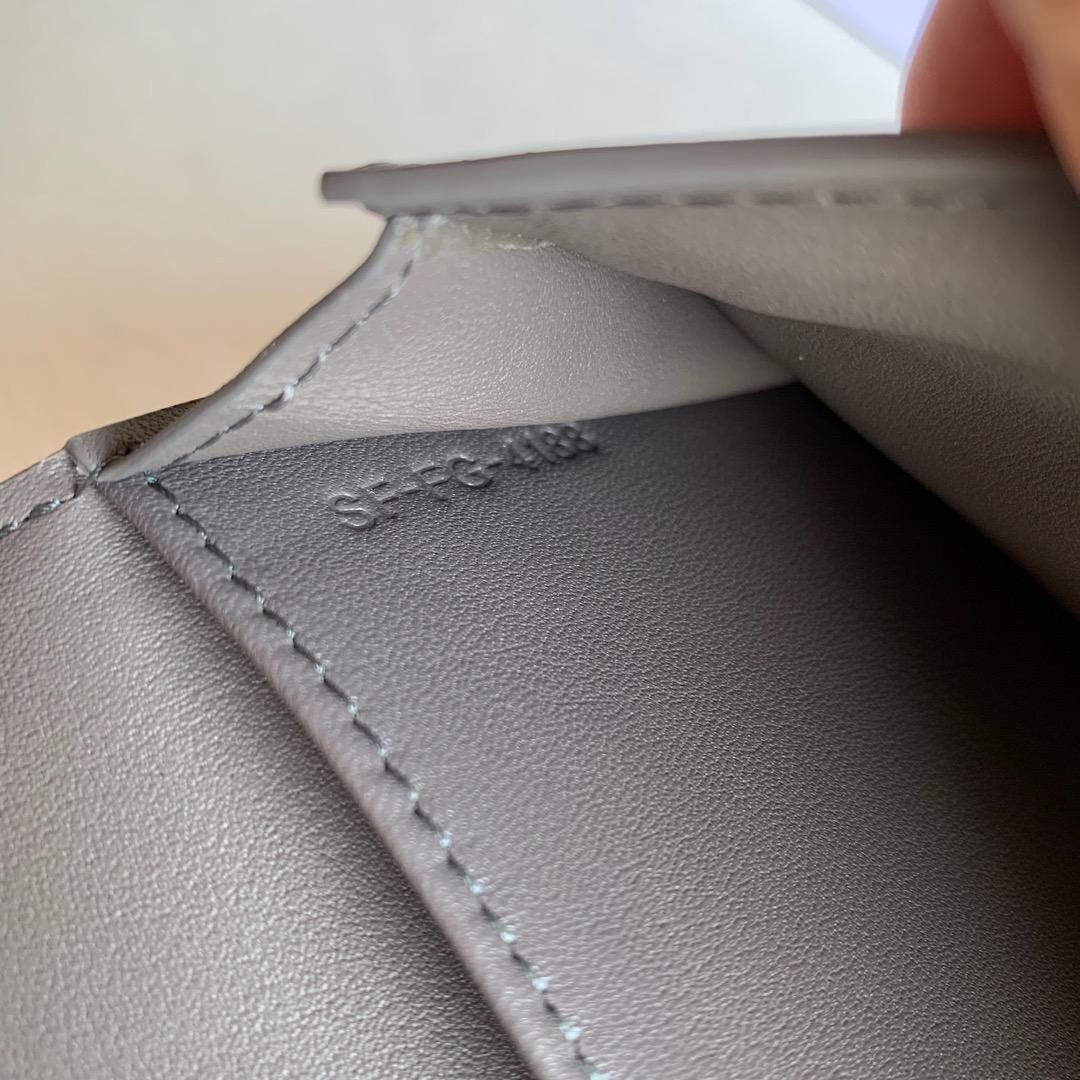CELINE STRAP大号 粒面小牛皮钱包 19 X 12.5厘米 灰色