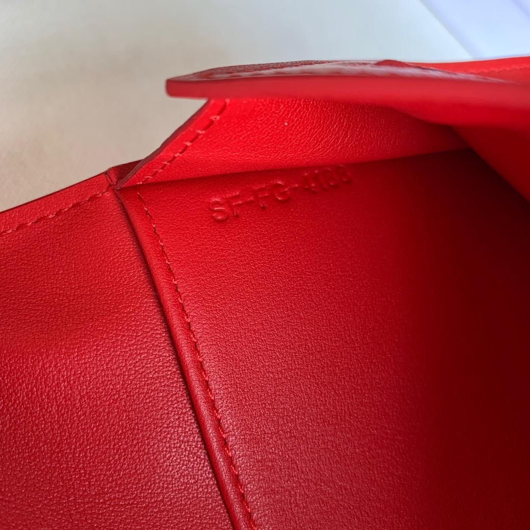 CELINE STRAP大号 粒面小牛皮钱包 19 X 12.5厘米 大红色