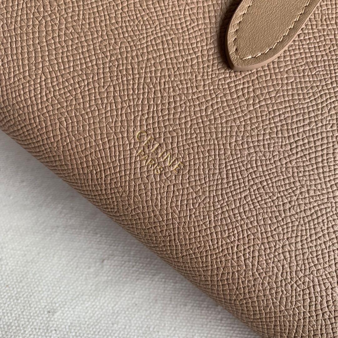 CELINE STRAP大号 粒面小牛皮钱包 19 X 12.5厘米 卡其色