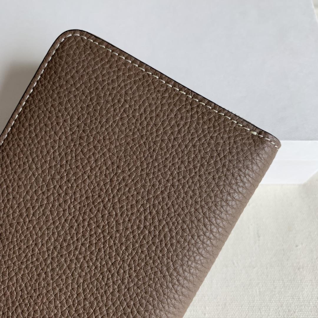 CELINE 19厘米 大象灰 荔枝纹拉链钱包