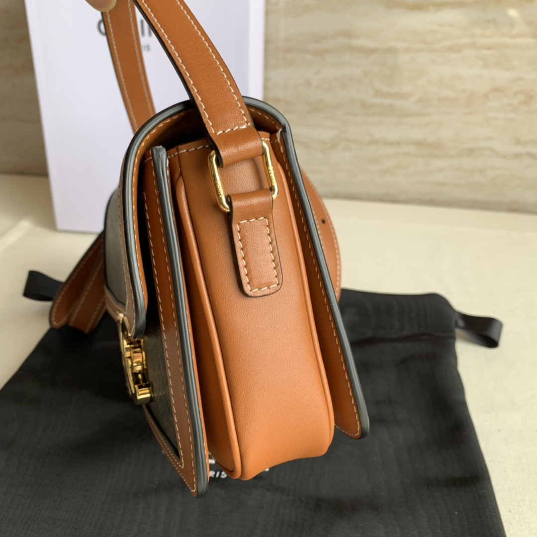 Celine 官网同步 TRIOMPHE帆布和小牛皮小号手袋 7 X 6 X 2英寸(18.5 X 14 X 6厘米)