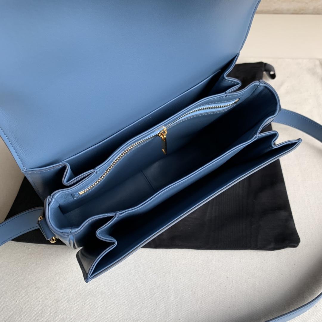 CELINE包包官网 凯旋门扣BOX 22cm 小羊皮衬里 可调节皮革肩带